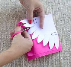 envolver dulces o caramelos segundo pasosegundo paso Diy Crochet Flowers, Tissue Paper Flowers, Paper Flower Backdrop, Paper Flowers Diy, Handmade Flowers, Flower Crafts, Diy Paper, Flower Diy, Diy And Crafts