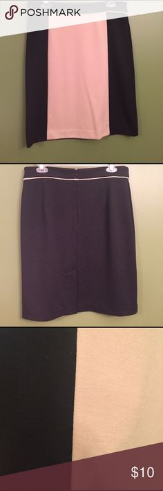Dana Buchman Skirt. Size 10. Dana Buchman Skirt that is black with light brown/creaming tan frontal color block. Also includes matching color accent trim around top of skirt. Zipper in the back. Very soft polyester blend material and comfortable. Size 10. Dana Buchman Skirts Midi