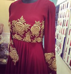 Order contact my whatsapp number 7874133176 Stylish Dress Designs, Stylish Blouse Design, Dress Neck Designs, Stylish Dresses, Nice Dresses, Embroidery On Clothes, Embroidery Fashion, Kurti Embroidery Design, Zardosi Embroidery