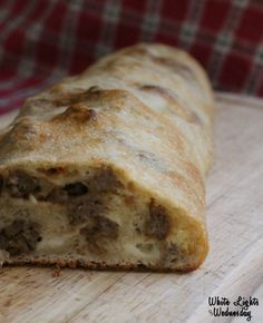 Sausage Bread - Oh! This is so easy and so tasty and we gobbled it all up. Serve with a green or caesar salad for a quick weeknight meal. - Maile I like that! Pork Recipes, Bread Recipes, Cooking Recipes, Easy Sausage Bread Recipe, Pizza Recipes, Cooking Tips, Recipies, Quick Weeknight Meals, Easy Meals