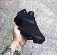 Leaked picture of the next CDG X Nike Vapormax. Thoughts? Nike Tennis Shoes, Nike Sneakers, Nike Fashion, Sneakers Fashion, Fashion Shoes, Mens Fashion, Runway Fashion, Clogs Shoes, Shoes Sandals