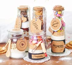 Recettes en pot pour cadeaux gourmands - fiches créatives gratuites à téléch. - подарки в банке - Gourmet Gifts, Food Gifts, Vbs Crafts, Diy Supplies, Craft Shop, Jar Gifts, Hobbies And Crafts, Diy Food, Homemade Gifts