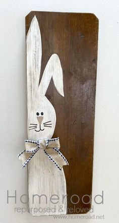 Use what you have reclaimed wood Easter bunny sign for the Spring. Homeroad.net #Easterdecor #Easter #reclaimedwood #usewhatyouhave #stayathome #crafton #diyproject #diysign #Spring #Springdecor