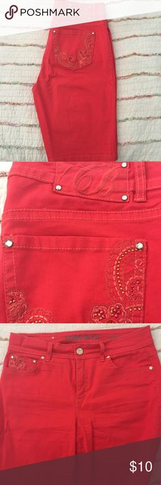 "Code Bleu (Dillard's) Bermuda Shorts Code Bleu Celie style red Bermuda shorts. Inseam is 11"" and made of 97% cotton and 3% spandex. In excellent condition and from a smoke free home. Code Bleu Shorts Bermudas"