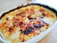 Flødekartofler opskrift - Verdens bedste   Madsvin.com I Love Food, Good Food, Yummy Food, Healthy Food, Vegetarian Recipes, Cooking Recipes, Danish Food, Potato Dishes, Everyday Food