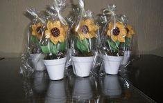 Mini Girassol no Elo7 | Mimos da Ju Ateliê (43350A) Flower Crafts, Planter Pots, Sunflower Party, Woven Cotton, Weddings, Cunha, Key Chains, Ideas, Handmade Crafts