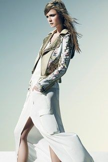 Inspired by the Coachella cool, BCBG Max Azria Resort 2014 is full on freedom. Never leaving quality at the door, Lubov and Max Azria's studded and embellished jackets are a wink to luxury. Passion For Fashion, Love Fashion, Runway Fashion, Fashion News, Fashion Show, Fashion Design, Fashion Bible, Net Fashion, Review Fashion