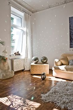 Trend Spotting: Bling in home decor, interior design, art, accessories, and decoration. How to mix and style some bling in your own home.
