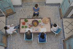 Step into a world of culinary delight at the Dar Namir cooking school to discover the secrets of traditional Moroccan cuisine with a contemporary twist. Moroccan Kitchen, Cooking School, Party Drinks, Africa, Explore, Travel, Ps, Wellness, Magazine