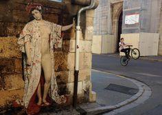 Julien De Casabianca,est un artiste français à l'origine du concept Outings Project. L'objectif estde faire connaitre au monde les portraits anonymes de la peinture classique en les faisant renaitre en art de la rue. C'est l'année dernière, lors d'une visite au Musée du Louvre que lui vient cette idée. Il voit le portrait d'une jeune […]