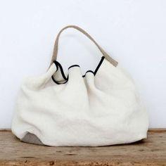 Allwelove. Bolso Cala de lino y yute en blanco y piedra de frente.