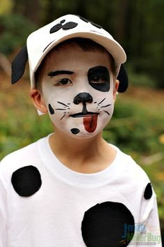 This easy to make Dalmatian Halloween costume and face painting tutorial makes coming up with the perfect costume easier than you ever imagined! Puppy Costume For Kids, Dalmatian Halloween Costume, Kids Costumes Boys, Halloween Makeup For Kids, Halloween Kostüm, Dalmation Face Paint, Dalmation Makeup, Easy Disney Costumes, Face Painting Tutorials