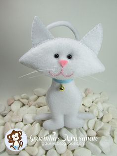 Felt cat - Picture Only - shouldn't be too hard to figure out.  Make a paper pattern first.
