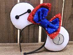 Baymax-Inspired Mouse Ear Headband with Bow by ModernMouseBoutique Disney Diy, Diy Disney Ears, Disney Mickey Ears, Disney Bows, Disney Crafts, Disney 2017, Disney Headbands, Mickey Mouse Ears Headband, Ear Headbands
