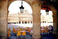 Plaza Mayor de Salamanca y sus maravillosas terrazas. Salamanca España.