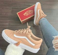 - Erstaunlich coole Ideen: Herbst Schuhe Zapatos yeezy Schuhe Schuhe grenzenlos va … Source by nadinefischere - Vans Sneakers, Moda Sneakers, Pumas Shoes, Sneakers Fashion, Vans Shoes Outfit, Green Sneakers, Shoes Heels, Vans Skate Shoes, Beige Sneakers