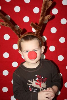 Love this photo booth for a kid's christmas party!