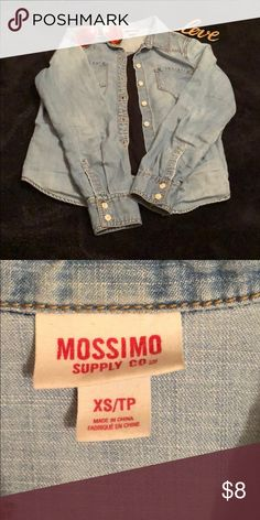6d18f32c48c 💕MOSSIMO chambray jean shirt XS 💕 MOSSIMO chambray jean button shirt size  XS Mossimo Supply