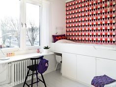bright graphic wallpaper paired with stark white walls...perfect for kids room