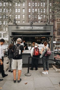 Check out the biggest map of coffee shops around the world: Link in Bio! Joe Coffee, Coffee Type, Best Coffee Shop, Coffee Shops, Container Cafe, Park In New York, Cafe House, Bryant Park, Shop Around