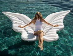 This summer, there's a new angel in town. Spread your wings and take flight with FUNBOY's most heavenly float ever. Experience ultimate relaxation with a billowing headrest and wings that gently rise