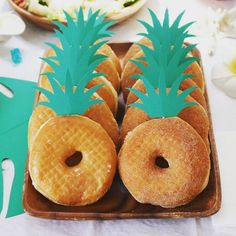 aloha party LOVE this for Vie's Hawaiian Party! Aloha Party, Hawaii Birthday Party, Luau Theme Party, Hawaiian Party Decorations, Hawaiian Luau Party, Hawaiian Birthday, Birthday Party Themes, Hawaiin Theme Party, Hawaiin Party Ideas