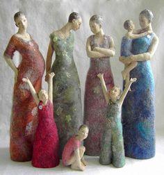 Sculpture of women and girls Needle Felted Animals, Felt Animals, Nuno Felting, Needle Felting, Creation Art, Sculptures Céramiques, Felt Fairy, Wool Art, Art Textile