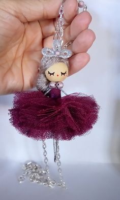 Ballerina jewelry doll necklace by Delafelicidad on Etsyhandmade handpainted size: inches The length of the chain 85 cm - Mach Es Selbst DIYSewing Video Tutorial For Dolls Peg Doll, Bead Crafts, Diy And Crafts, Yarn Dolls, Clothespin Dolls, Flower Fairies, Wooden Dolls, Miniature Dolls, Wooden Beads