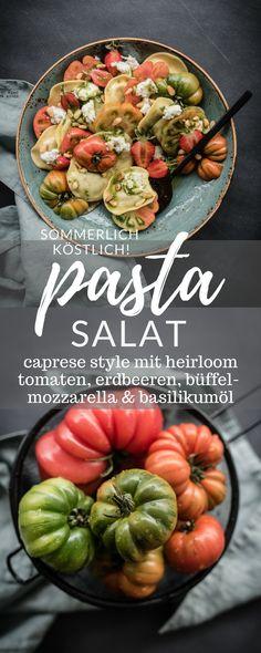 rezept für sommerlichen pastasalat caprese style mit heirloom tomaten, erdbeeren, büffelmozzarella und basilikumöl ♥ trickytine #foodblogger #salad #caprese #foodstyling