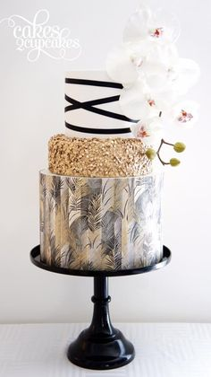 These Wedding Cakes are Incredibly Stunning - Cakes 2 Cupcakes. #wedding #bridal #cakes