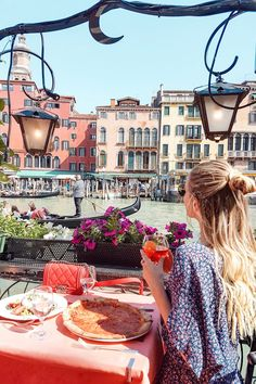 Pizza by the canal, Venice   Italy: http://www.ohhcouture.com/2017/06/monday-update-49/ #ohhcouture #leoniehanne