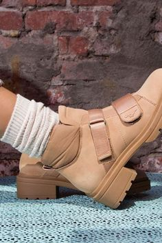 Fall Casual Boots For Woman 2020 has never been so Gorgeous! Since the beginning of the year many girls were looking for our Cool guide and it is finally got released. Now It Is Time To Take Action! See how...