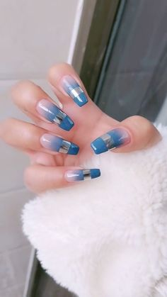 Nowadays, nail art has become very popular. Every girl wants unique and elegant nails that grab everyone's attention. Nail designs are a perfect way to express Elegant Nails, Classy Nails, Stylish Nails, Nail Art Designs Videos, Nail Art Videos, Nail Swag, French Nails, Chrome Nails Designs, Nagellack Trends