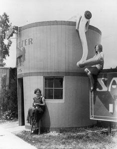 Samarkand Ice Cream Freezer Store, Los Angeles, 1920.