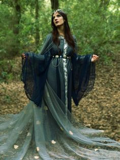 Druantia by ~Costurero-Real on deviantART, forest maiden, fantasy, medieval Medieval Fashion, Medieval Dress, Medieval Clothing, Historical Clothing, Gypsy Clothing, Elf Cosplay, Elf Costume, Larp Costumes, Pirate Costumes
