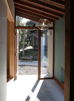 オノ・デザイン建築設計事務所 庭師と画家の家 Interior Inspiration, Entrance, Windows, Room, House, Furniture, Design, Home Decor, Bedroom