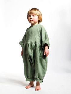 Red Creek Kids makes Linen Children's Clothes in Canada. Their clothes are gender neutral, timeless, and high quality. Sewing For Kids, Baby Sewing, Toddler Fashion, Kids Fashion, Precious Children, Children Toys, Natural Clothing, Carters Baby Girl, Inspiration Mode