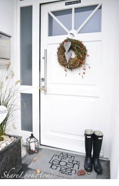 ShareLookHomes Interior, Lifestyle, Ideas and More: *****Willkommen Zuhause und … - Front Door Ideas Front Door Entrance, Entrance Decor, Garden Entrance, Room Decor For Teen Girls, Decoration Entree, Farmhouse Garden, Shabby Chic, Wall Sculptures, Decorating Blogs