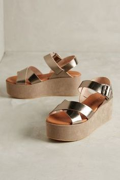 67 Collection Nay Flatforms Gold Sandals Sock Shoes, Cute Shoes, Me Too Shoes, Shoe Boots, Gold Sandals, Shoes Sandals, Look Fashion, Fashion Shoes, Beautiful Shoes