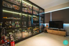 21 Various DIY Display Case Ideas to Keep your Beloved Stuff! - Home Decor Ideas Toy Display, Display Shelves, Lego Display Case, Display Cabinets, Display Ideas, Toy Shelves, Glass Shelves, Comic Room, Geek Room