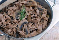 Tagliatelle di castagne ai funghi porcini. Una ricetta tutta autunnale.