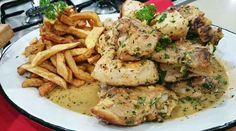 Pollo a la provenzal con papas fritas