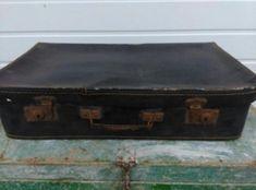 Oude brocante koffer  Je koopt het bovenste koffertje  50x29x12 cm