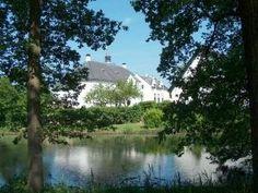 Slot Doddendael in Ewijk: prachtige locatie, prachtige omgeving vlakbij de A73 en A50, ter hoogte van Nijmegen. Gastvrij en flexibel, prima plek voor een zakelijk gesprek.
