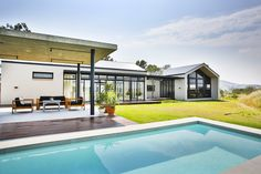 Veld Architects is a young and dynamic design consultancy studio. View our showcase of exclusive contemporary residences and selective projects. Modern Pools, Dynamic Design, Inside Outside, Outside Living, House On A Hill, Pool Designs, Water Features, Architecture Design, Contemporary