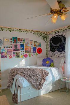 Room Design Bedroom, Room Ideas Bedroom, Bedroom Decor, Neon Bedroom, Bedroom Inspo, Cool Bedroom Ideas, Grunge Bedroom, Indie Room Decor, Cute Room Decor