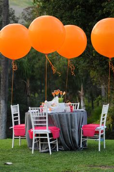 Balloon tablescape.