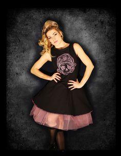 Šaty s muertou v růžové 1.559 Kč šaty s muertou 100% bavlna tygrovaná růžová/černá lemovka cvočky s kamínkem v očích muerty Rockabilly, Rock Style