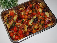 Soczyste, pachnące z odrobiną miodu, pomidorami i pieczonymi ziemniakami. Taki wyczarowałam obiadek z udek z kurczaka. Proste, ale jakie s...
