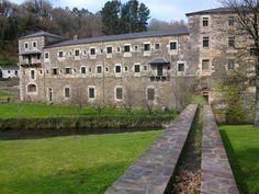 El monasterio de Samos fue fundado en el siglo VI y pertenece a la orden de los benedictinos y cuenta con uno de los claustros más grandes de España. Provincia de Lugo. #historia #turismo http://www.rutasconhistoria.es/loc/monasterio-de-san-julian-de-samos